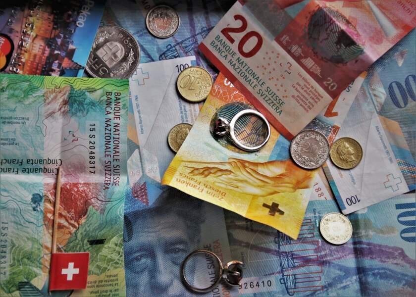 Le franc suisse, le yen japonais et le dollar profitent de leur statut de valeur refuge
