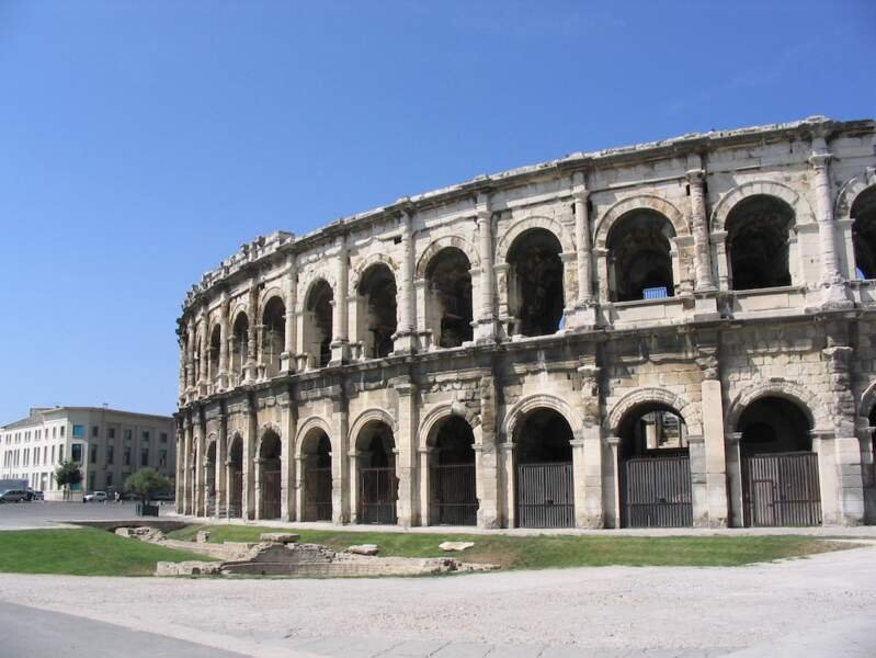 8. Nîmes