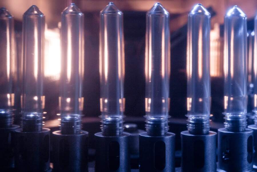 Chaque seconde, 17 éprouvettes sont transformées en bouteilles
