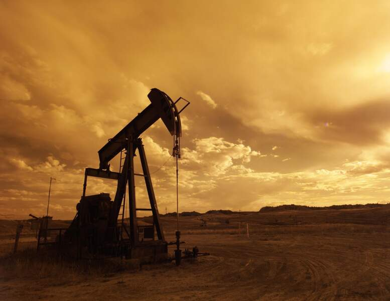L'envol du pétrole profite à plein à une économie encore dépendante de l'énergie