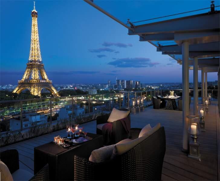 Shangri-La : des terrasses donnant sur la Tour Eiffel