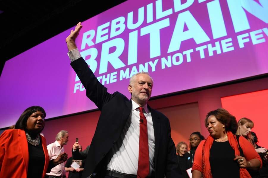 Jeremy Corbyn remplace Theresa May au poste de Premier ministre