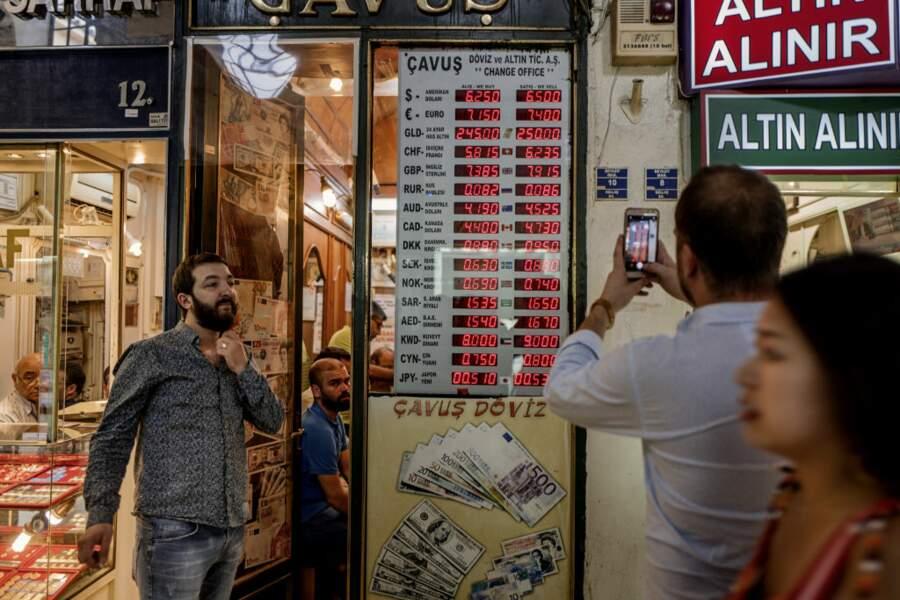 La passe d'armes entre Ankara et Washington a accéléré la chute de la livre turque