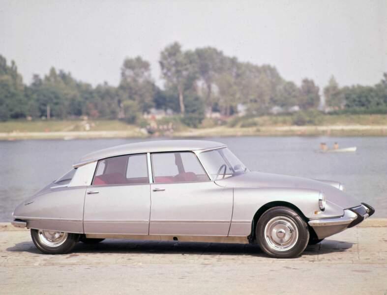 1955 : La DS, voiture d'ingénieur par excellence, était en avance sur son temps dans tous les domaines