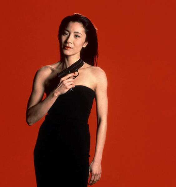 MICHELLE YEOH dans Demain ne meurt jamais, 1997