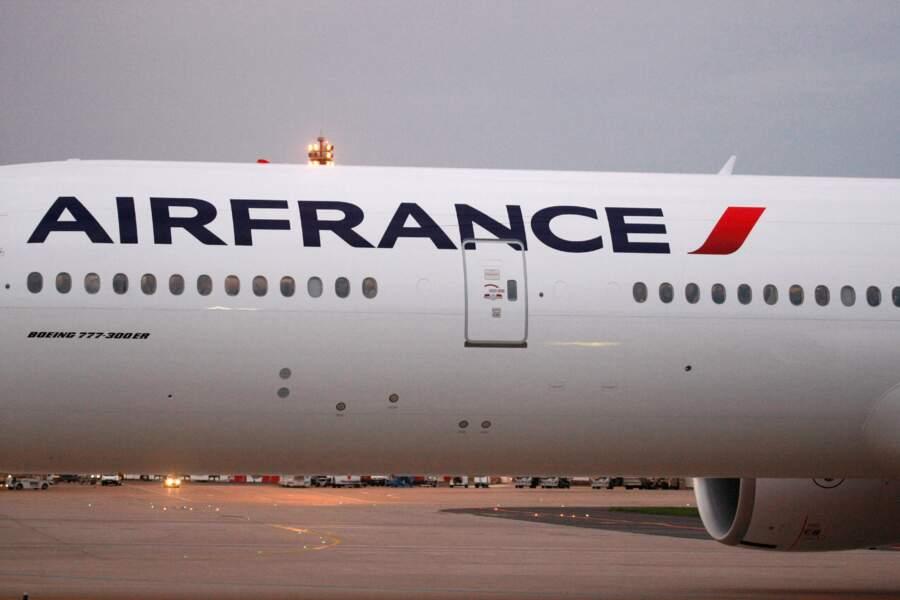 Air France : les hôtesses voilées en Iran font bondir la Toile