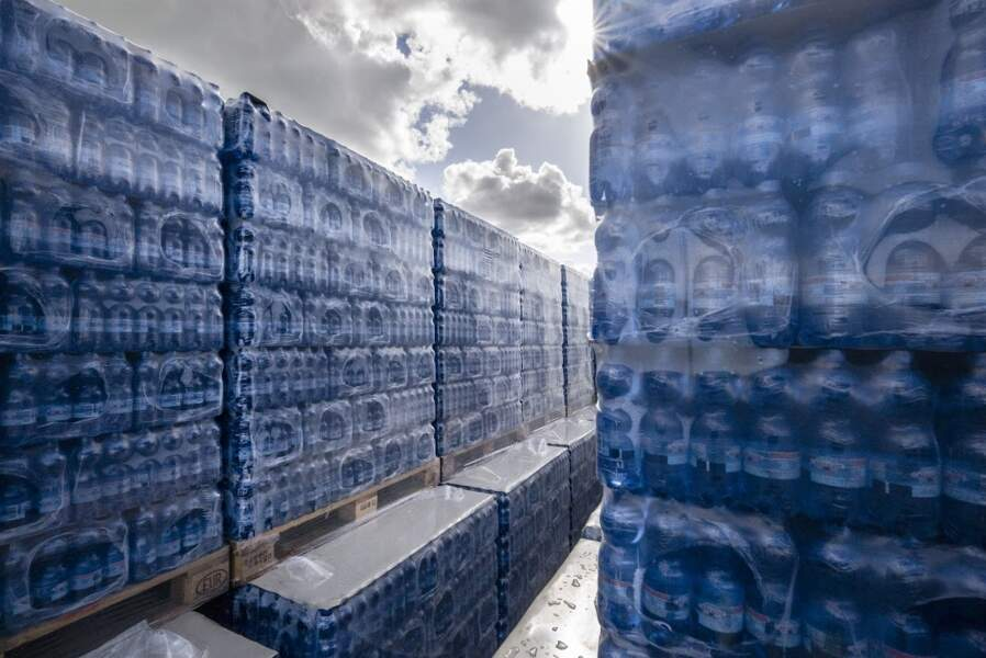 Les bouteilles de Cristaline ne sont jamais stockées plus de 36 heures