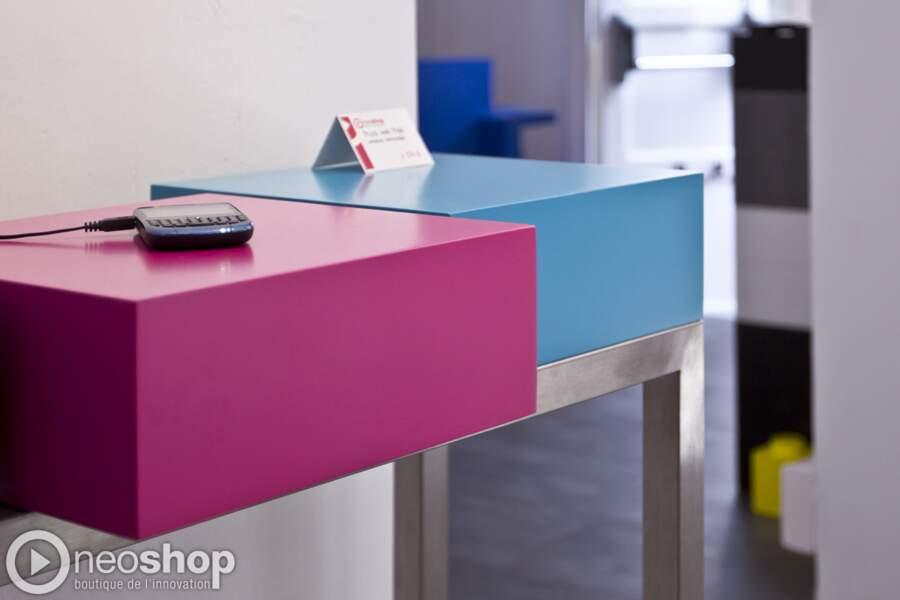 Plug & Pied : un meuble pour brancher son smartphone en toute discrétion