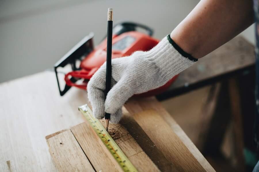 10. Techniciens et agents de maîtrise des matériaux souples, du bois et des industries graphiques