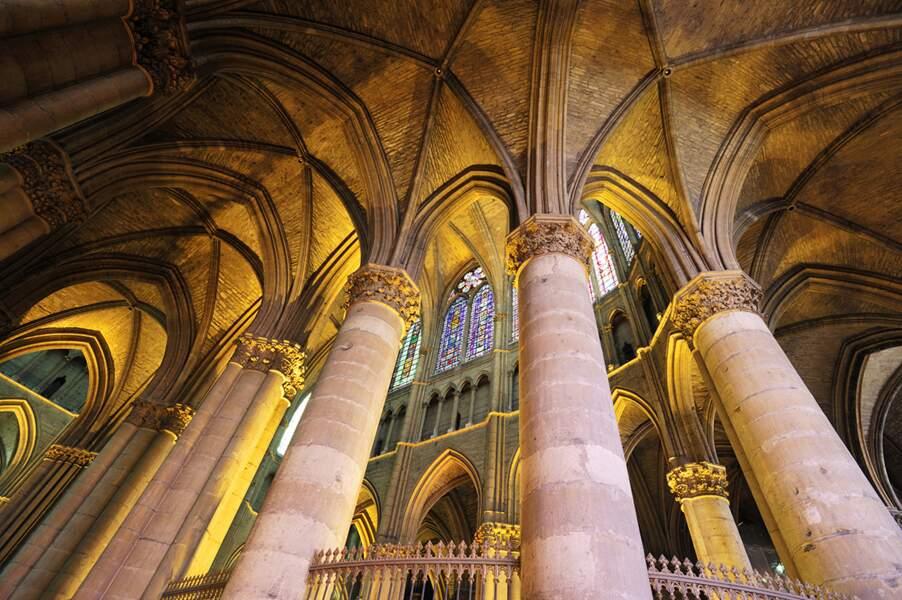 La basilique Saint-Remi de Reims - Arcs-boutants médiévaux et voûtes gothiques