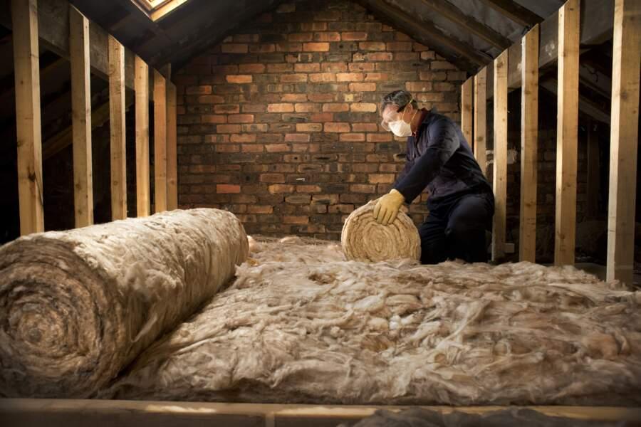 Toiture d'une maison mal isolée : 25 à 30% de déperdition de chaleur