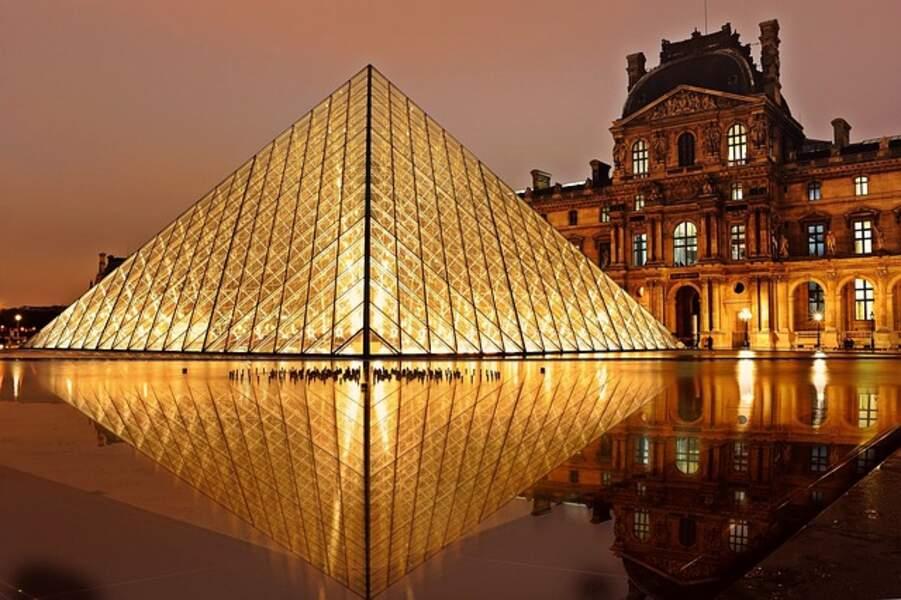Pyramide du Louvre (1989)