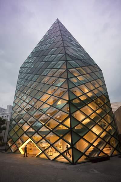 Prada : un cristal de verre haut de six étages à Tokyo