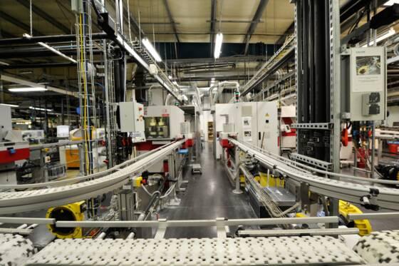 e594fe7449 Or, si la plupart des opticiens sous-traitent leur production à de grands  industriels comme Essilor, Krys a opté, voilà une dizaine d'années, ...