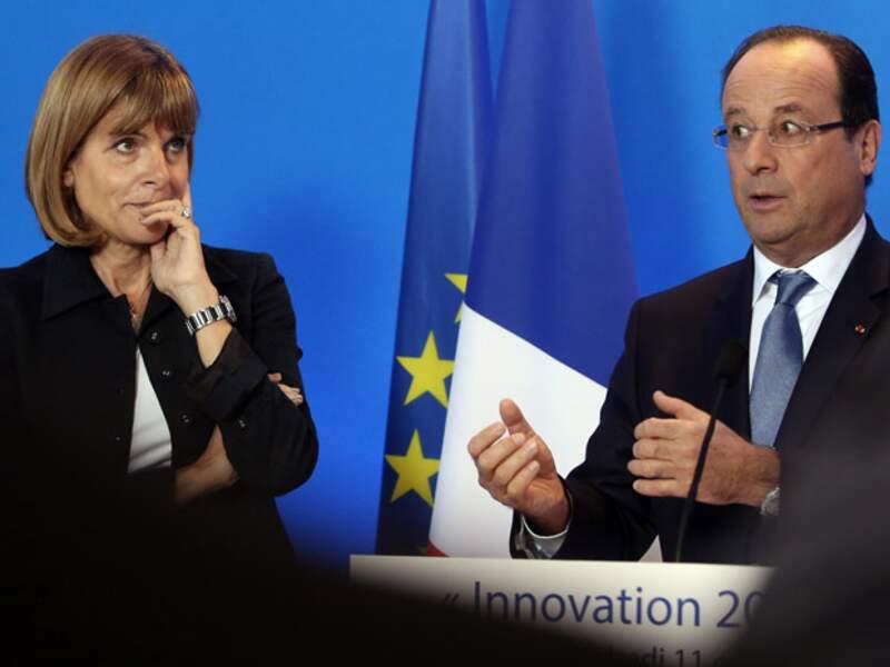 Hollande lui donne un os à ronger
