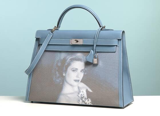 9aa56430b8 ... de Monaco). Modèle très recherché, le Kelly d'Hermès est commercialisé  à partir de 3 500 euros, sur liste d'attente. L'un d'eux s'est ainsi vendu  76 000 ...