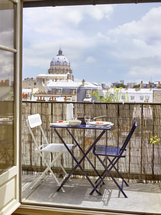 Balcon en ville : 10 idées pour l\'optimiser - Capital.fr