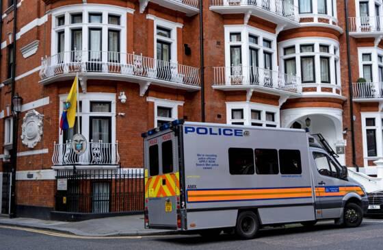 Julian Assange, arrêté à Londres