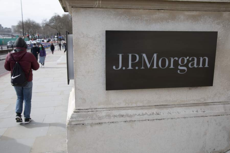 Les banques - créanciers des sociétés pétrolières - risquent de perdre des plumes