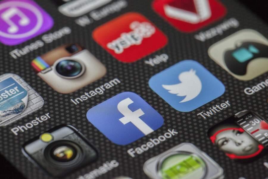 Avec la blockchain, Facebook et Twitter à l'assaut des fake news